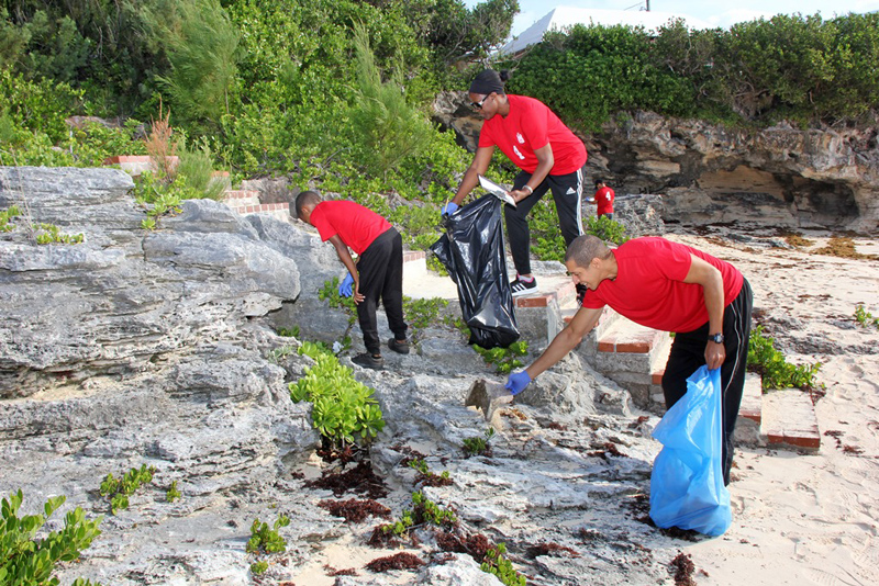 Saltus CleanUp at John Smith's Bay Bermuda Sept 2017 (5)