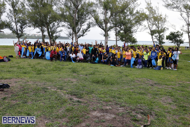 Clearwater Students Clean Up Bermuda Oct 6 2017 (1)