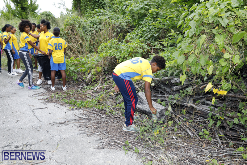 Clearwater Students Clean Up Bermuda Oct 6 2017 (3)