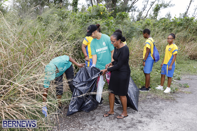 Clearwater Students Clean Up Bermuda Oct 6 2017 (4)
