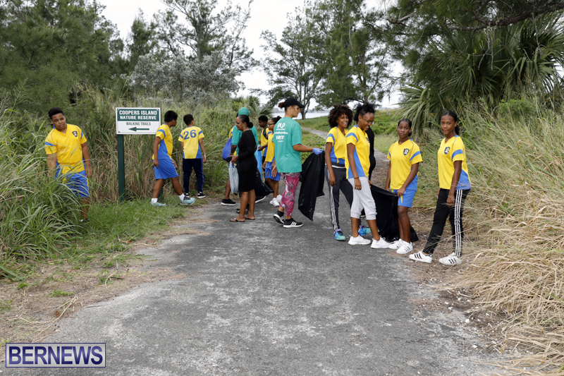 Clearwater Students Clean Up Bermuda Oct 6 2017 (7)