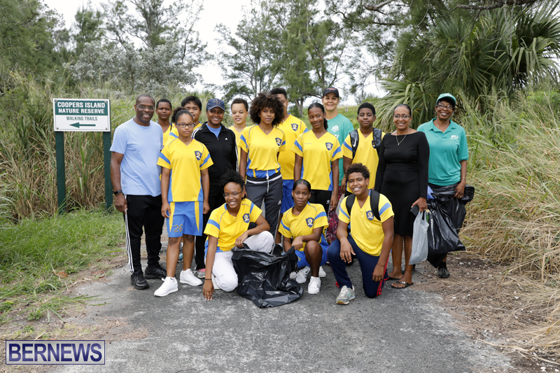 Clearwater Students Clean Up Bermuda Oct 6 2017 (8)