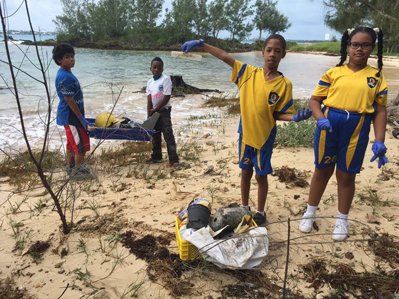 Clearwater Students Community Cleanup Bermuda Oct 6 2017 (5)