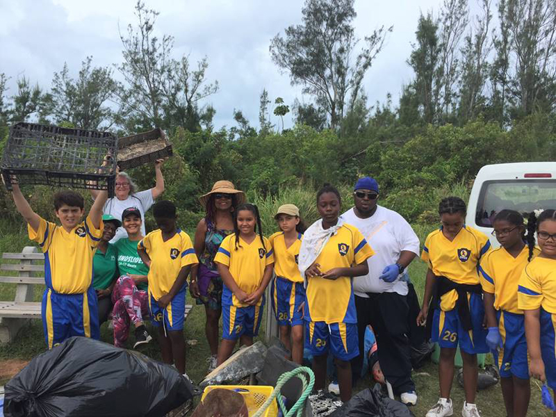 Clearwater Students Community Cleanup Bermuda Oct 6 2017 (6)