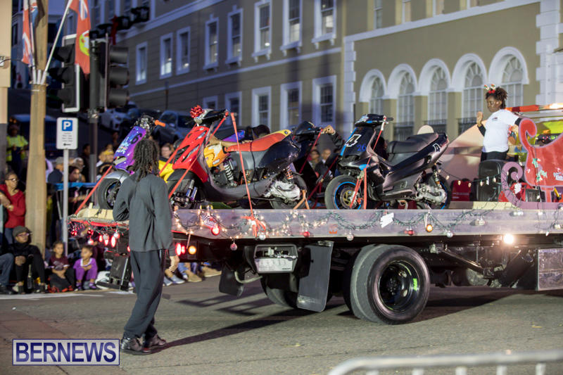 Marketplace-Christmas-Parade-Bermuda-November-26-2017_1502