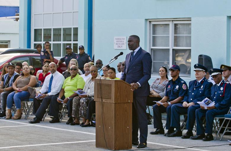 Minister & BFRS Bermuda Nov 2017 (6)