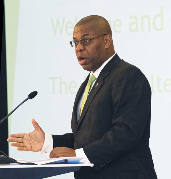 Minister Roban Energy Summit Bermuda Nov 2017 (1)