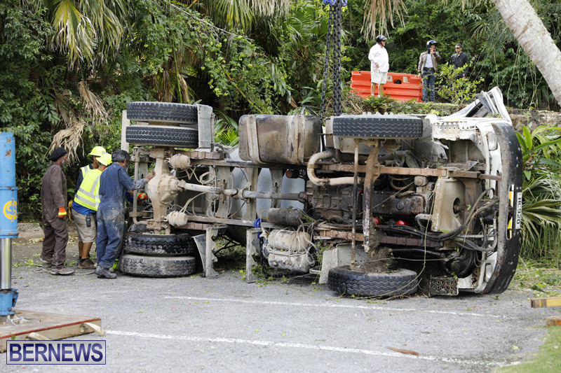 Overturned cement truck Bermuda Nov 21 2017 (14)