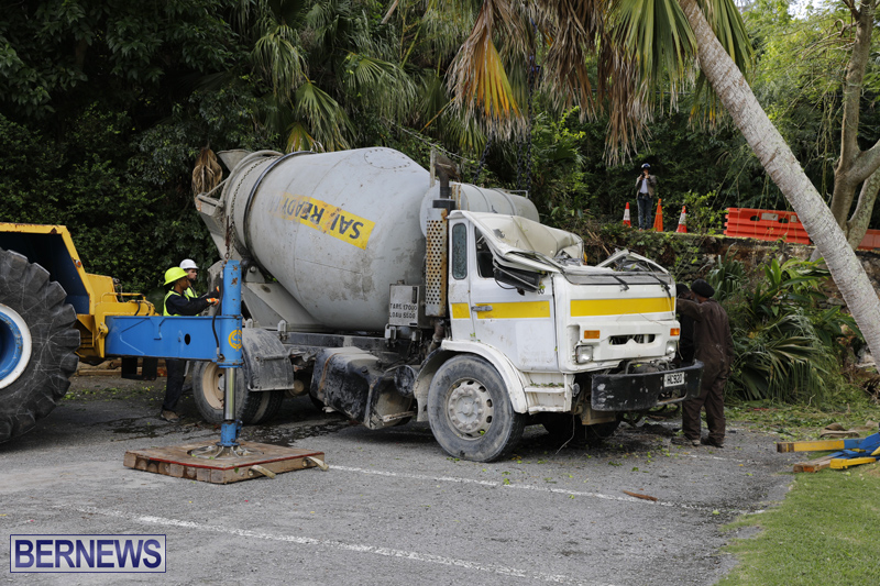 Overturned cement truck Bermuda Nov 21 2017 (21)