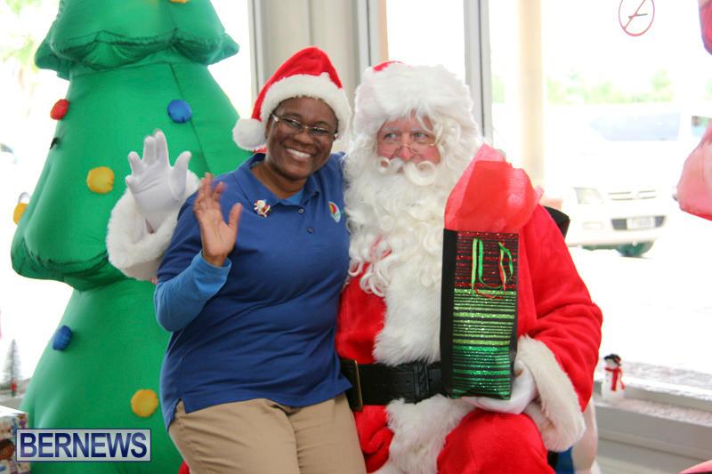 Santa Arrives At Airport Bermuda, December 24 2017_2-11