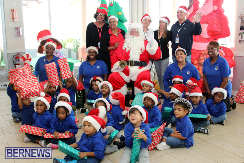 Santa Arrives At Airport Bermuda, December 24 2017_2-13