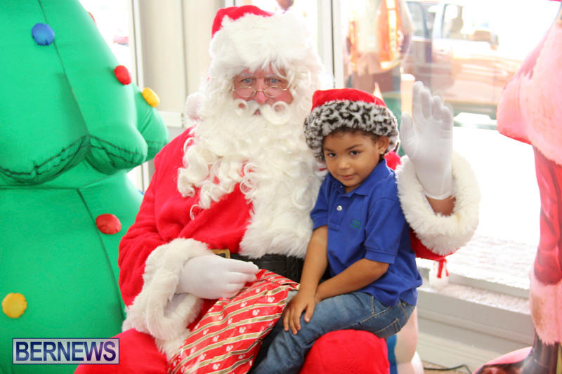 santa arrives at airport bermuda december 24 2017_2 5 - Santa Claus Children