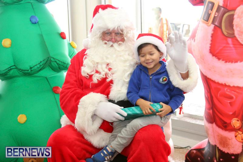 Santa Arrives At Airport Bermuda, December 24 2017_2-6
