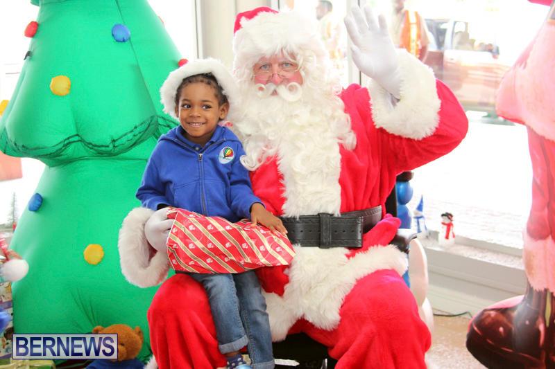 Santa Arrives At Airport Bermuda, December 24 2017_2-7