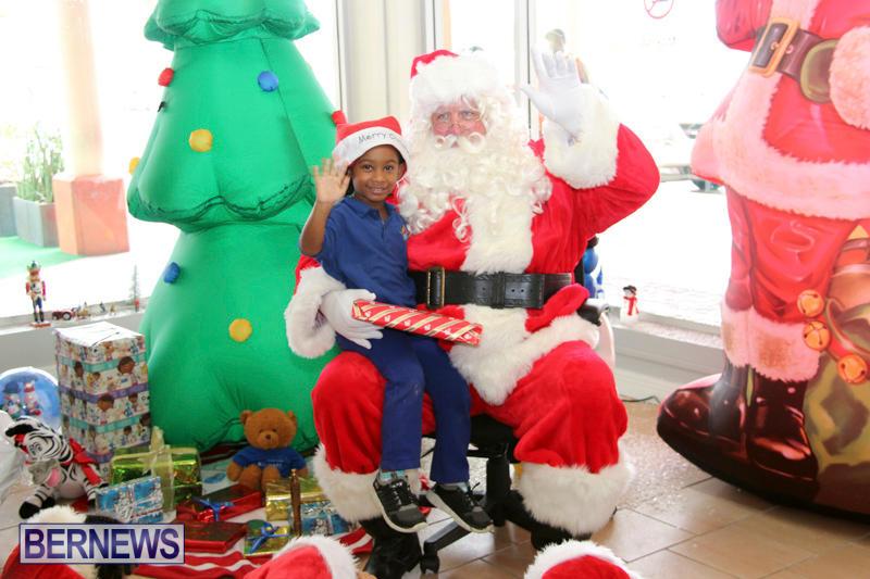 Santa Arrives At Airport Bermuda, December 24 2017_2-8