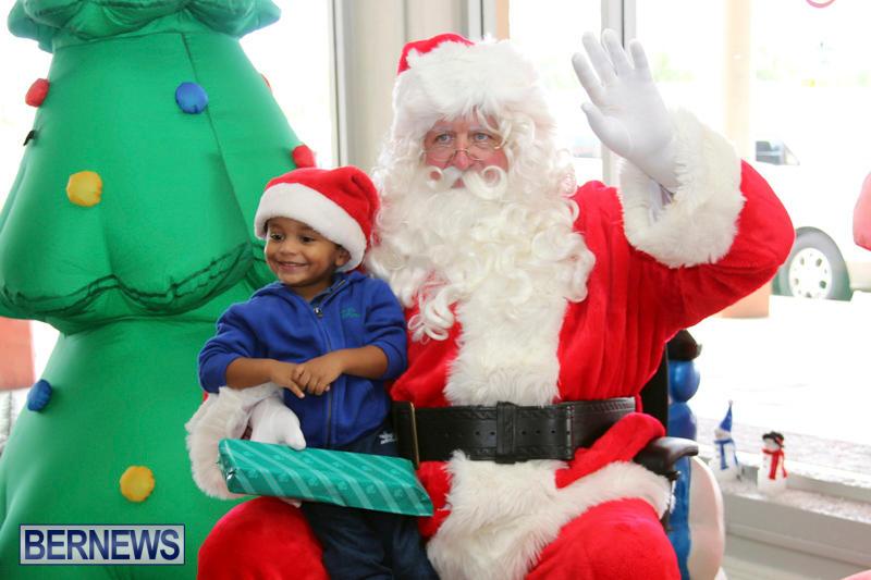 Santa Arrives At Airport Bermuda, December 24 2017_2-9