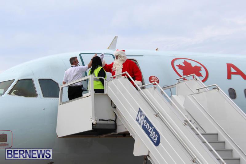 Santa Arrives At Airport Bermuda, December 24 2017_2