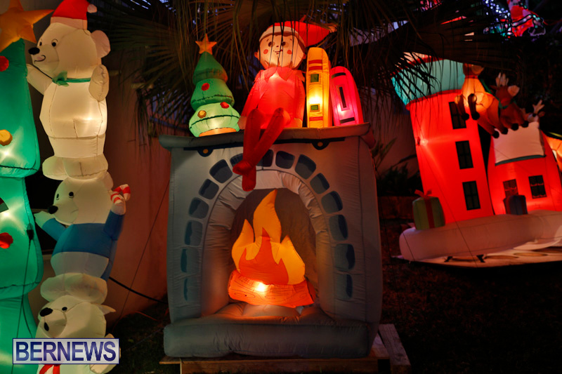 Flatts-North-Shore-Road-Christmas-Decorations-Lights-Bermuda-December-20-2017-6944