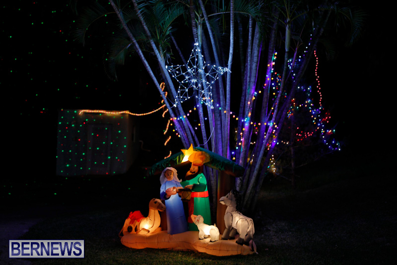 Flatts-North-Shore-Road-Christmas-Decorations-Lights-Bermuda-December-20-2017-7020