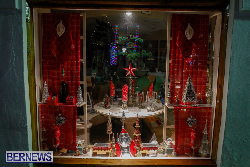 Hamilton-Storefronts-Christmas-Decorations-Lights-Bermuda-December-22-2017-7614