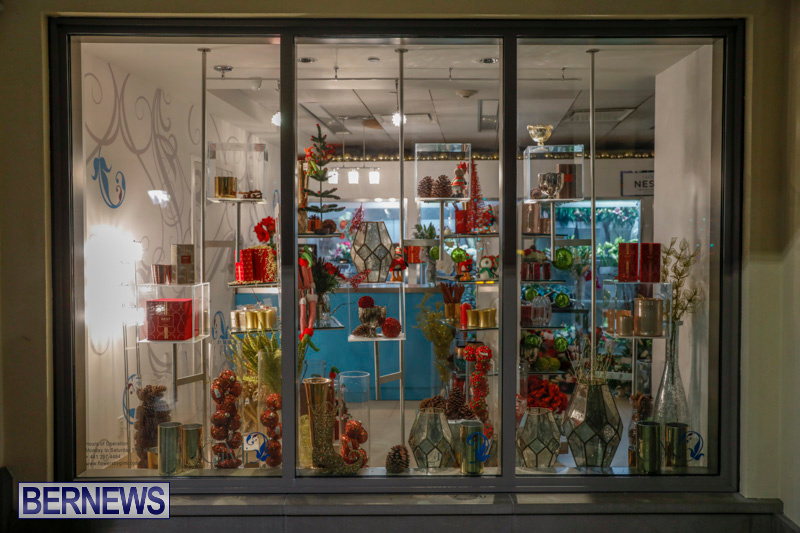 Hamilton-Storefronts-Christmas-Decorations-Lights-Bermuda-December-22-2017-7628