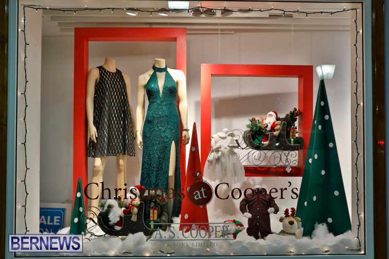 Hamilton-Storefronts-Christmas-Decorations-Lights-Bermuda-December-22-2017-7673