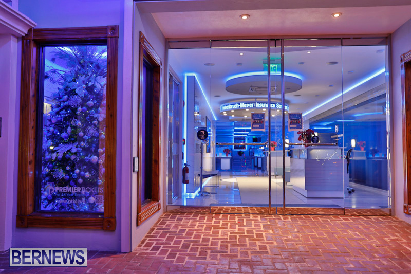 Hamilton-Storefronts-Christmas-Decorations-Lights-Bermuda-December-22-2017-7697