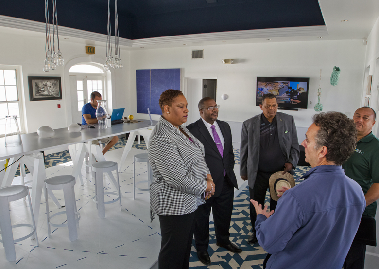 Minister & MPs visit St Georges businesses Bermuda Dec 2017 (3)
