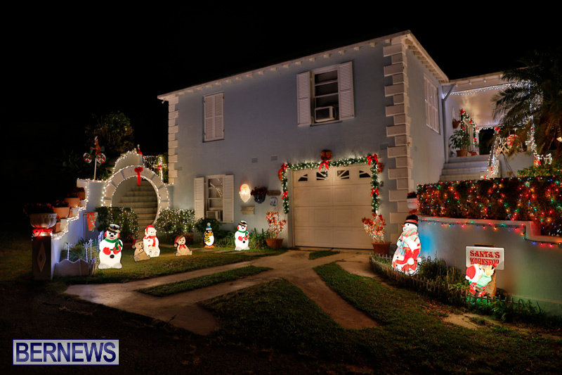 North-Cote-Close-Christmas-Decorations-Lights-Bermuda-December-20-2017-7024