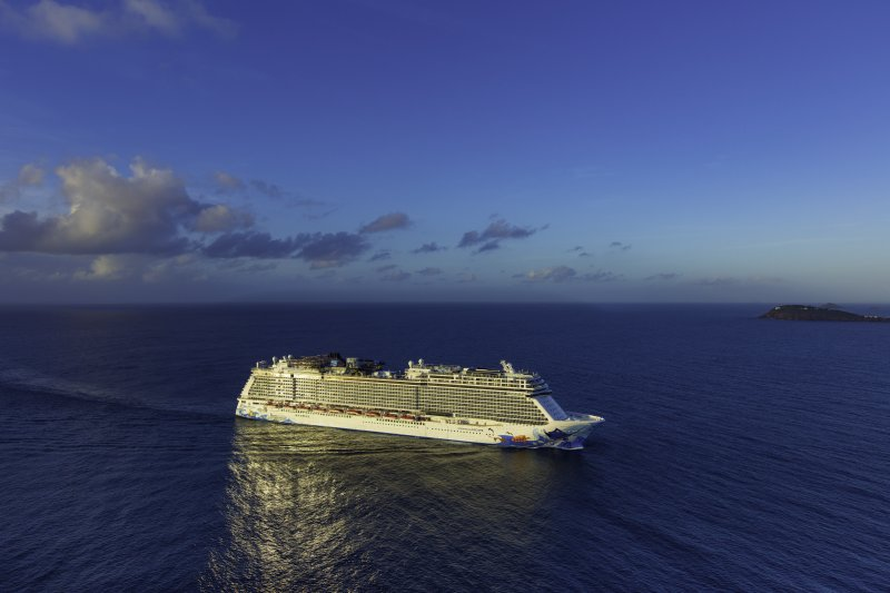 Norwegian-Escape-cruise-ship-photo-generic-11