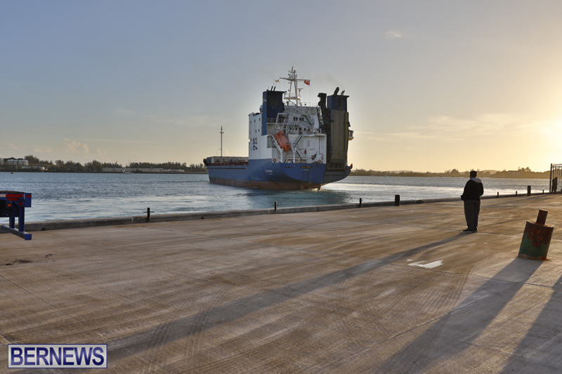 Oleander Container Ship Bermuda Dec 19 2017 (1)