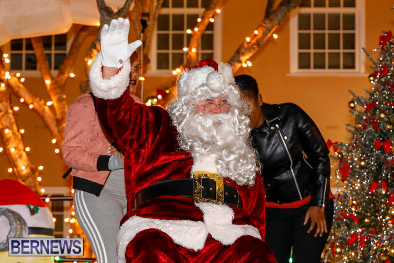 Santa-Comes-To-St-Georges-Bermuda-December-2-2017_3386