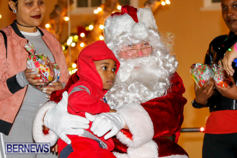 Santa-Comes-To-St-Georges-Bermuda-December-2-2017_3390