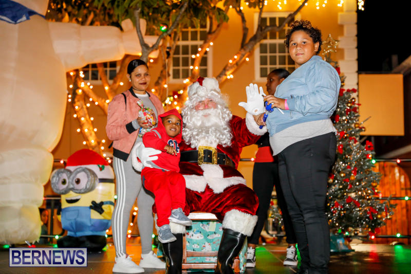 Santa-Comes-To-St-Georges-Bermuda-December-2-2017_3391