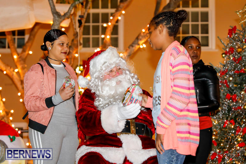 Santa-Comes-To-St-Georges-Bermuda-December-2-2017_3395