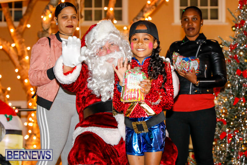 Santa-Comes-To-St-Georges-Bermuda-December-2-2017_3398