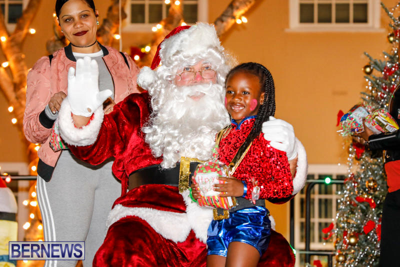 Santa-Comes-To-St-Georges-Bermuda-December-2-2017_3405