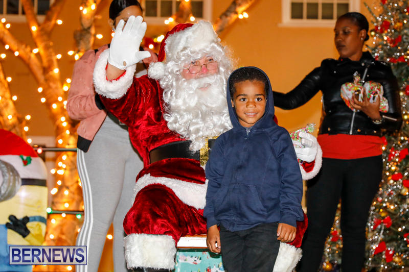 Santa-Comes-To-St-Georges-Bermuda-December-2-2017_3413