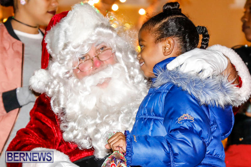 Santa-Comes-To-St-Georges-Bermuda-December-2-2017_3426