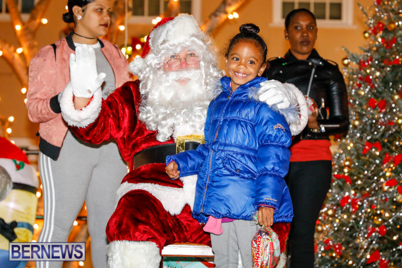 Santa-Comes-To-St-Georges-Bermuda-December-2-2017_3427