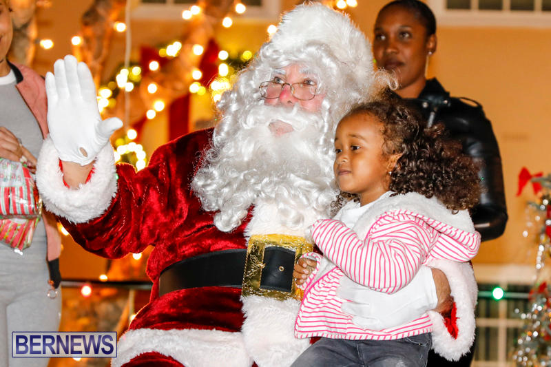 Santa-Comes-To-St-Georges-Bermuda-December-2-2017_3430
