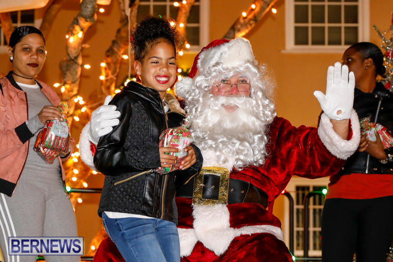 Santa-Comes-To-St-Georges-Bermuda-December-2-2017_3433