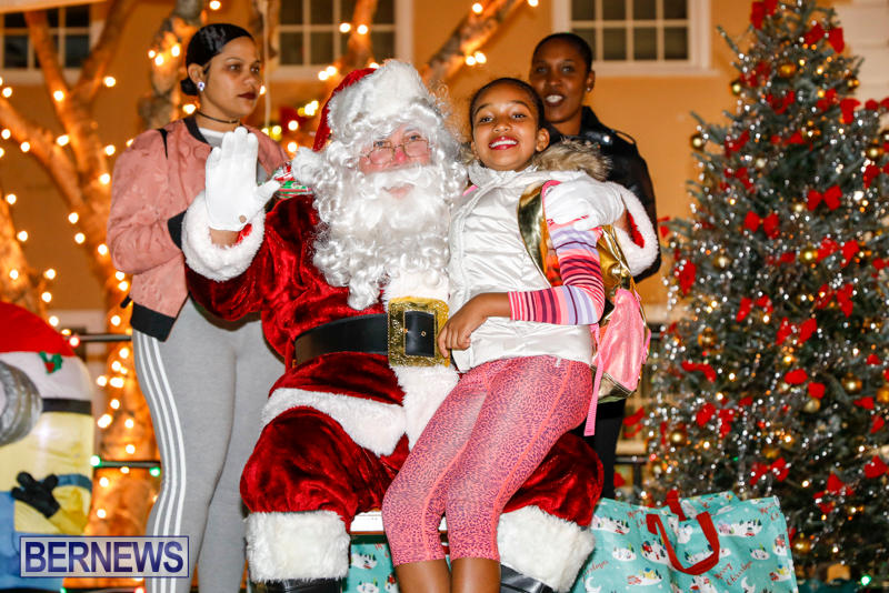 Santa-Comes-To-St-Georges-Bermuda-December-2-2017_3434