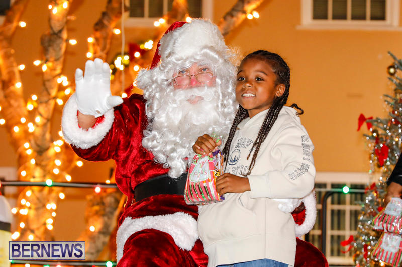 Santa-Comes-To-St-Georges-Bermuda-December-2-2017_3451