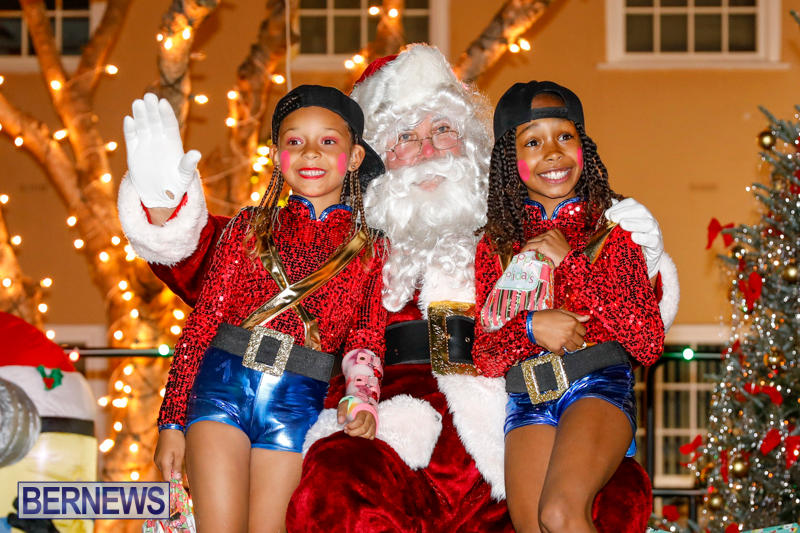 Santa-Comes-To-St-Georges-Bermuda-December-2-2017_3456