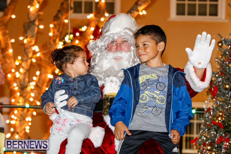 Santa-Comes-To-St-Georges-Bermuda-December-2-2017_3462