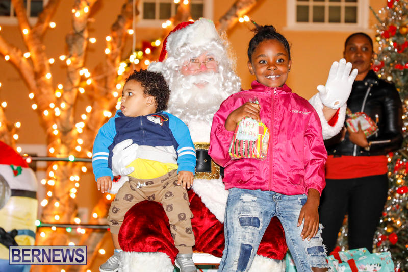 Santa-Comes-To-St-Georges-Bermuda-December-2-2017_3468