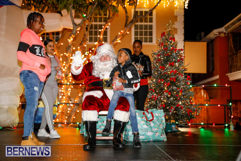 Santa-Comes-To-St-Georges-Bermuda-December-2-2017_3472