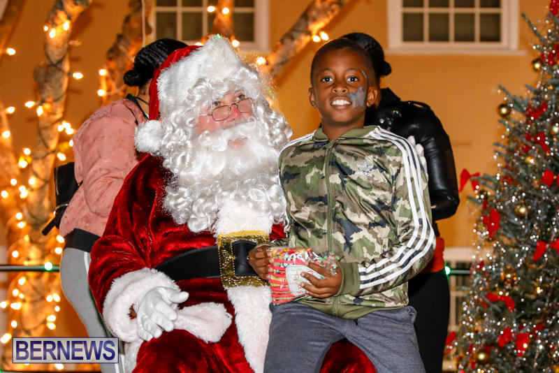 Santa-Comes-To-St-Georges-Bermuda-December-2-2017_3476