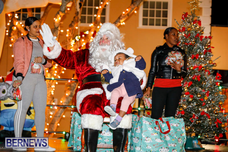Santa-Comes-To-St-Georges-Bermuda-December-2-2017_3478